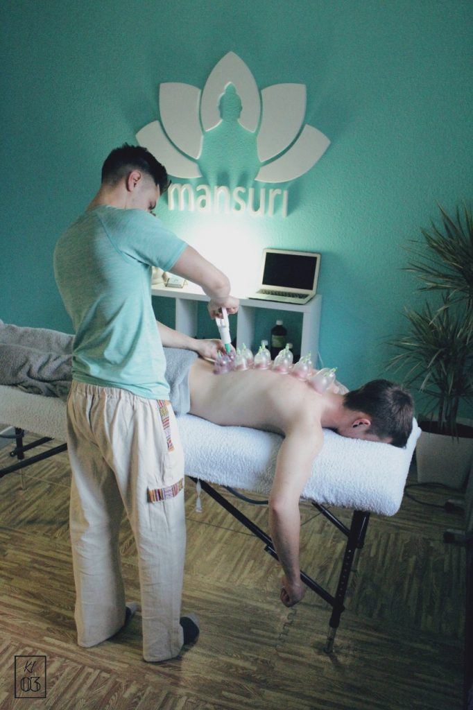 Ser pacient/client d'un professional de teràpies manuals pot semblar una cosa senzilla